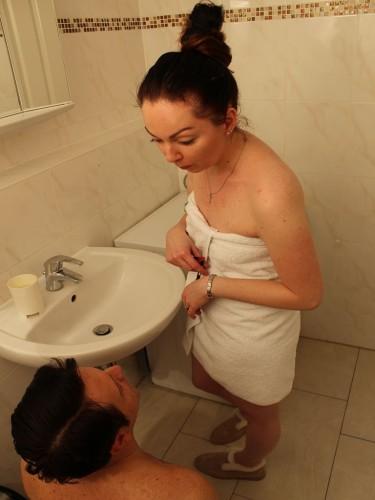 Spitting Tatjana